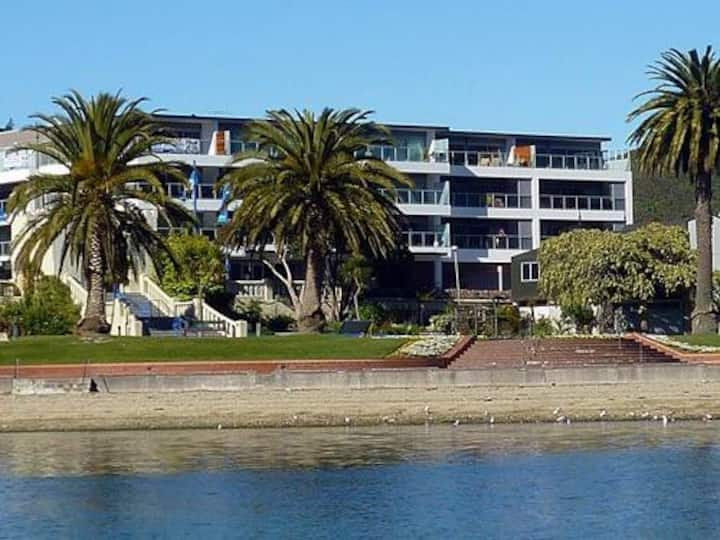 2/30 Quay Apartments