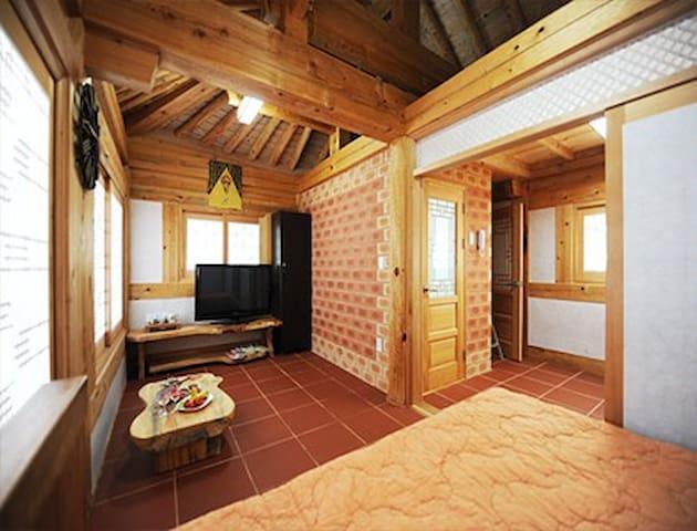 So Gung1, Korean traditional house Anjeongpalce