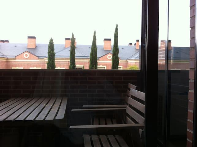 Habitación privada (doble) en cómodo apartamento - Madrid - Condominio