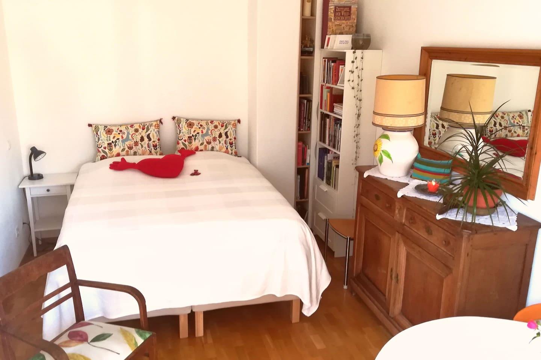 Zimmer 1, Boxspring-Bett 1,60x2,00