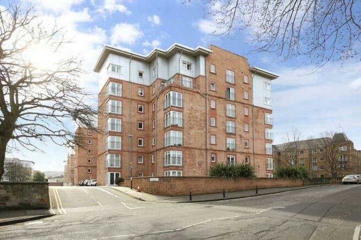 Spacious En suite double room close to City Centre