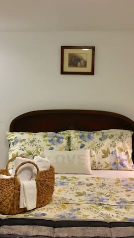 Cozy bedroom in Kitsilano, Vancouver - Vancouver - House