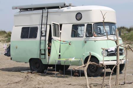 """Übernachten im Mercedes OldtimerWohnmobil """"Elliot"""" - Frickenhausen - Wóz Kempingowy/RV"""