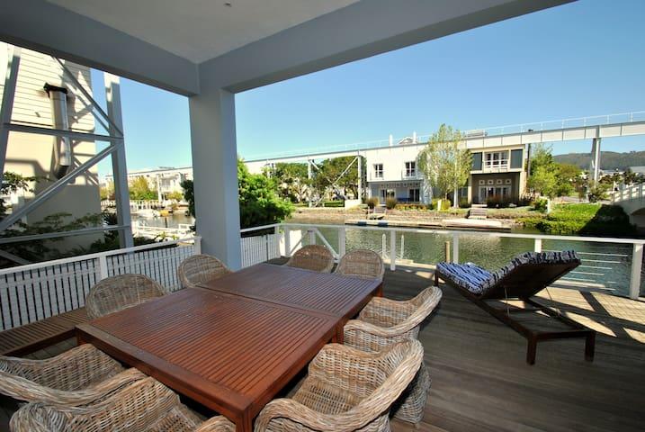 Luxurious Island Holiday Living - Knysna - House
