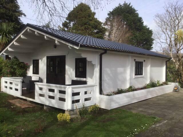 Rodeen log-cabin
