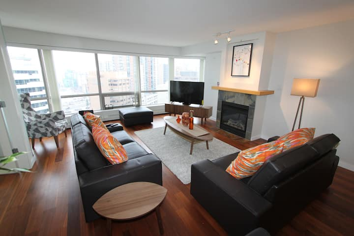 Luxurious West Downtown Suite