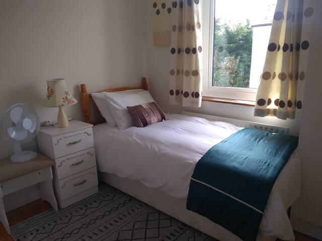 Cosy room available, edge of Killorglin
