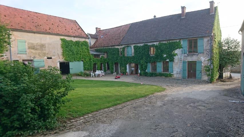 Belle maison à la campagne - Brécy - House