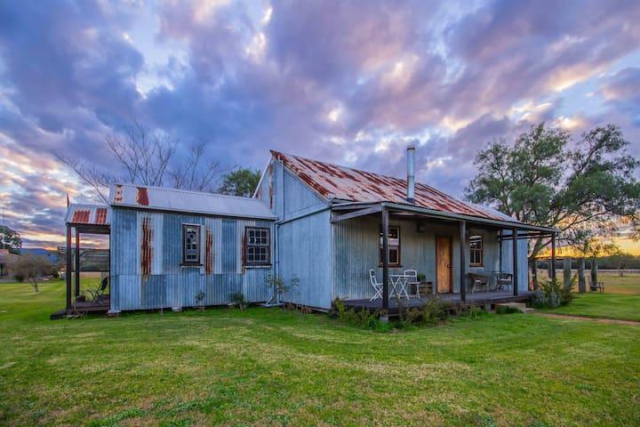 BLAXLAND'S COTTAGE || Unique historic cottage