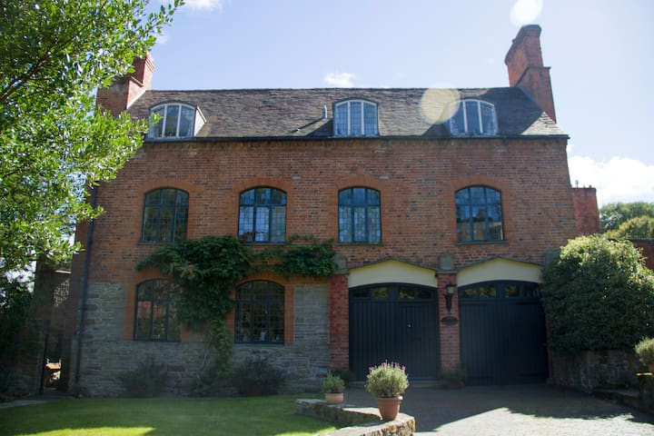 Grade II listed 18th c. Coach House - Ledbury - Huis