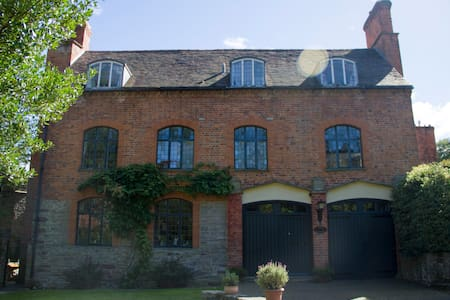Grade II listed 18th c. Coach House - Ledbury - Casa
