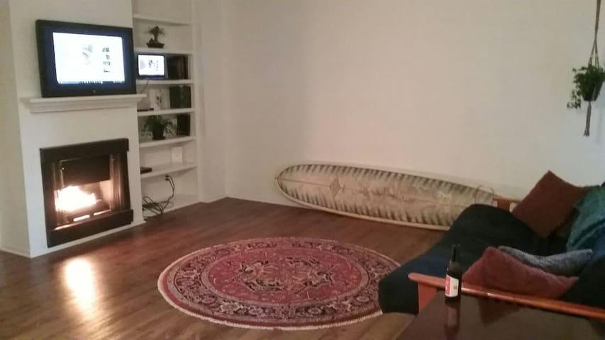 Comfortable, modern apartment near beach/nightlife - Newport Beach - Leilighet