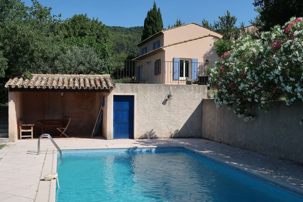 Maison, piscine et pool house
