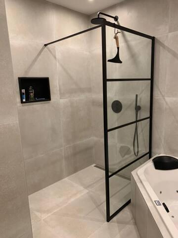 Downtown Amsterdam - quiet room & clean bathroom!