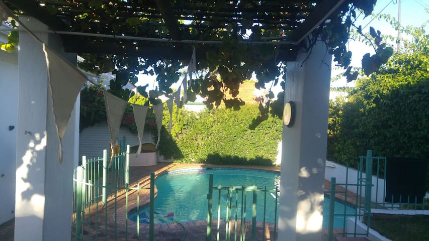Private Garden Cottage with Pool - Pretoria - Byt