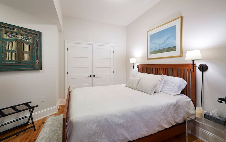 Garden suite with queen bed