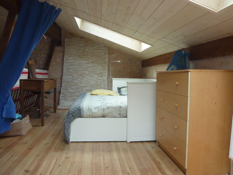 Votre lit double (160x200) dans la mezzanine avec à votre disposition...