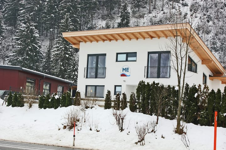 Modern Holiday Home in Zell am Ziller near Ski Lift