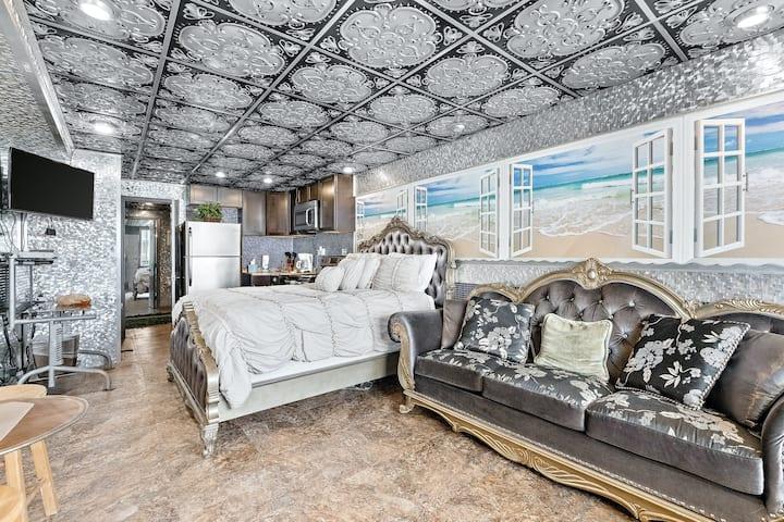 Sixth Floor Oceanfront Studio with Ocean Views, Shared Pool, & High-Speed WiFi