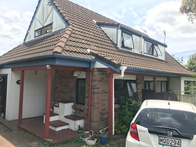 lovely house with 3 bedrooms available