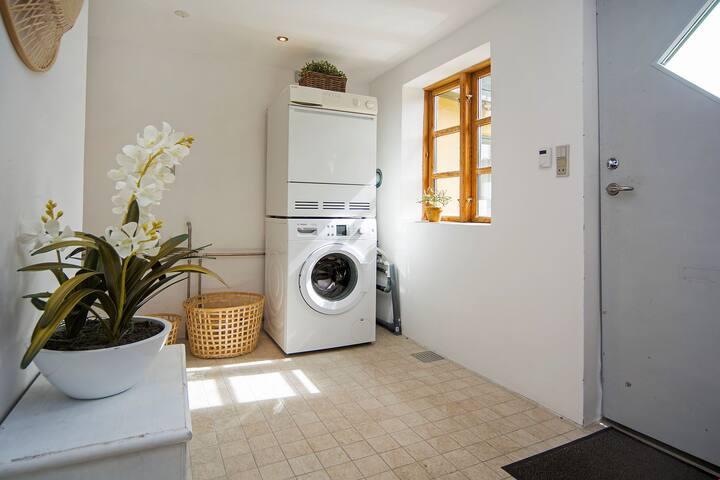 Vaskemaskine og tørretumbler kan benyttes frit