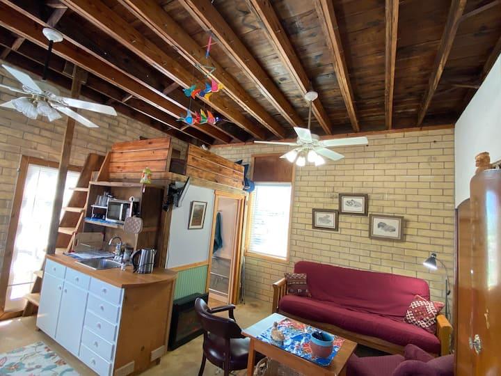 Lizard Lounge Loft, River property, canoe rentals