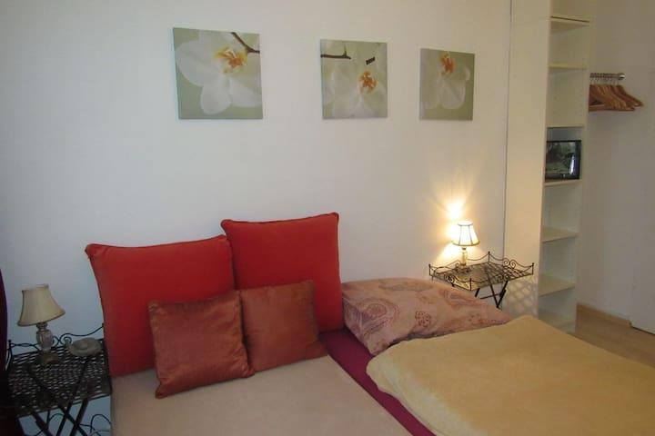 Schlafzimmer I - Bedroom I