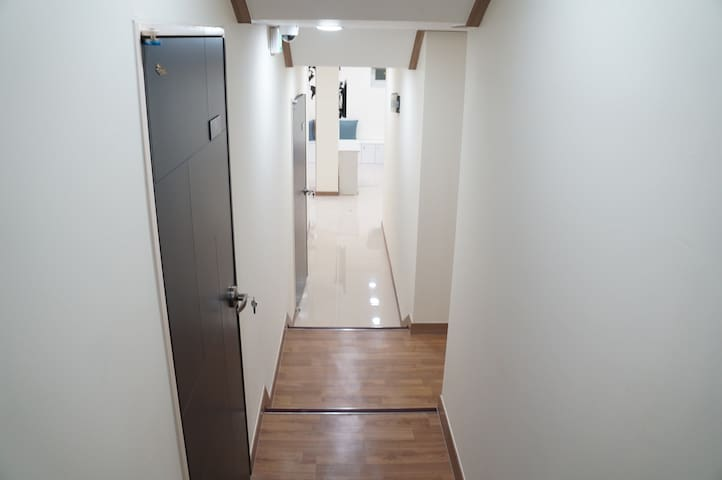 "Private Twin at ""NamsanGil House""(明洞/MyeongDong)"