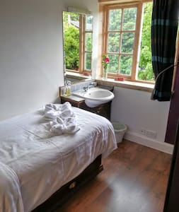 Room 5 at Rosemead Guest House - Claygate - Bed & Breakfast - 1