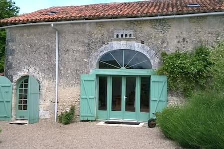 Lovely rural Gite - Near Verteillac, Dordogne