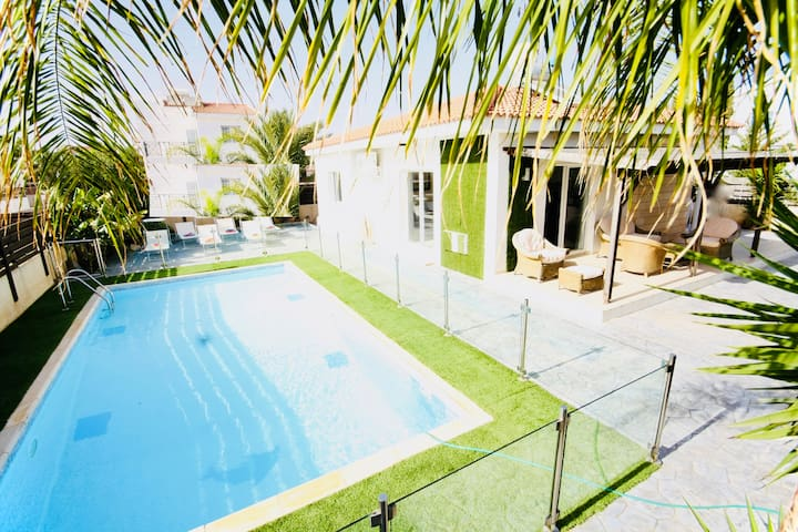 Green Bungalow 2 Bed. safe pool XL for children