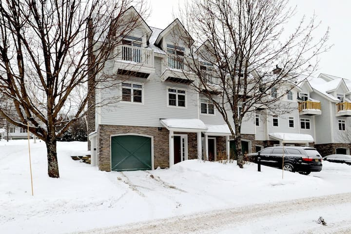Light-filled home w/ balcony, fireplace & shared hot tub - near skiing/golfing!