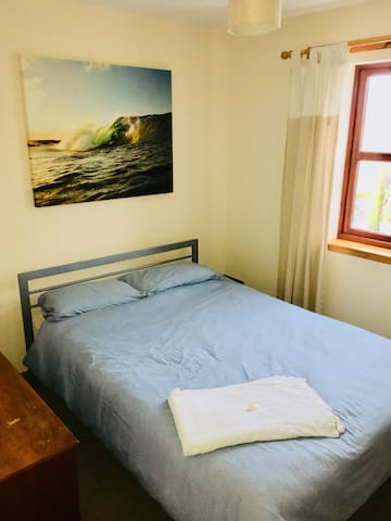 Double Room in Surfer's Flat Close to the Waves
