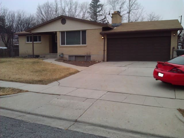 Large 3 BR apt. - Perfect 4 vacation AND business! - West Valley City - Apartamento