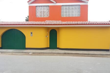 "Alojamiento familiar ""El Viñedo"" 01- centro de Ica"