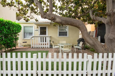 Adorable Mission Beach Cottage!