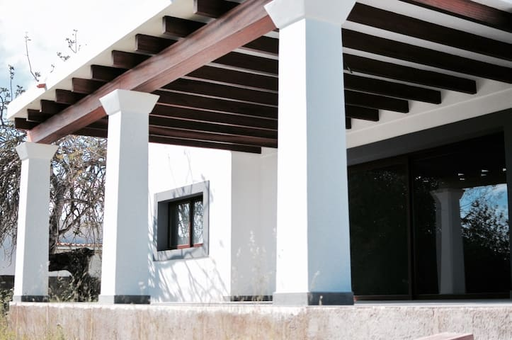 Villa San Carlos vlakbij Las Dalias hippiemarkt - Santa Eulària des Riu