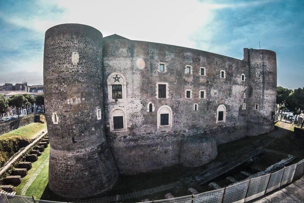 Monolocale openspace nel centro storico di catania loft for Monolocale catania