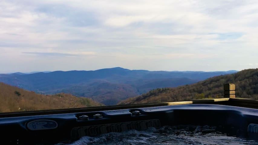 Adorable House above Hawksnest*AMAZING VIEW*Hot Tub*Foosball*Firepit