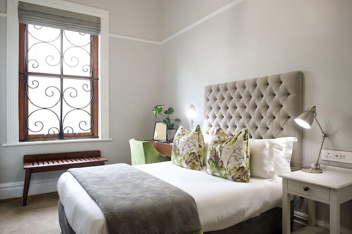 Petite Room 2