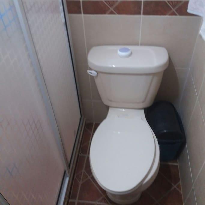 Baño privado completo con todos los servicios