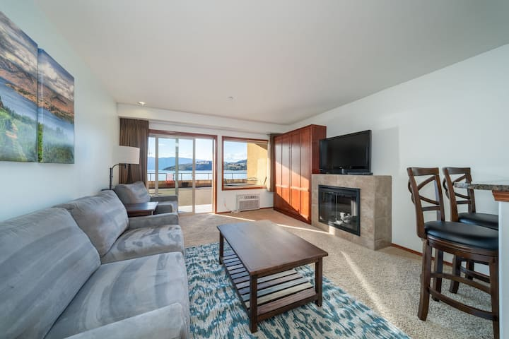 Grandview Lake View 516! Luxury Waterfront condo, sleeps up to 6!