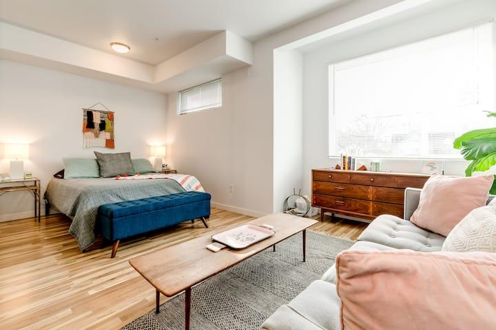Mid Mod DWTN Apartment