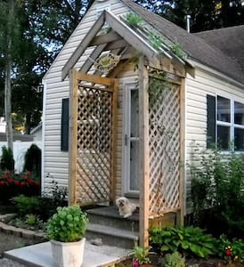 Dog Friendly Sweet Pea Cottage - House