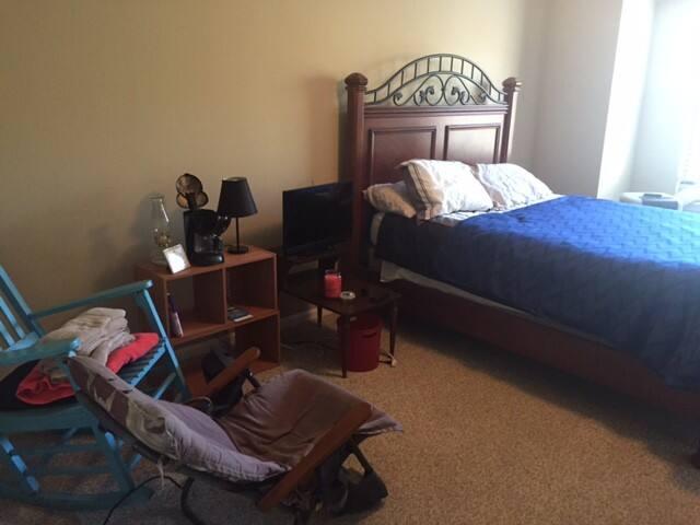 Quiet queen bedroom with wifi +bath - Mount Pleasant - House