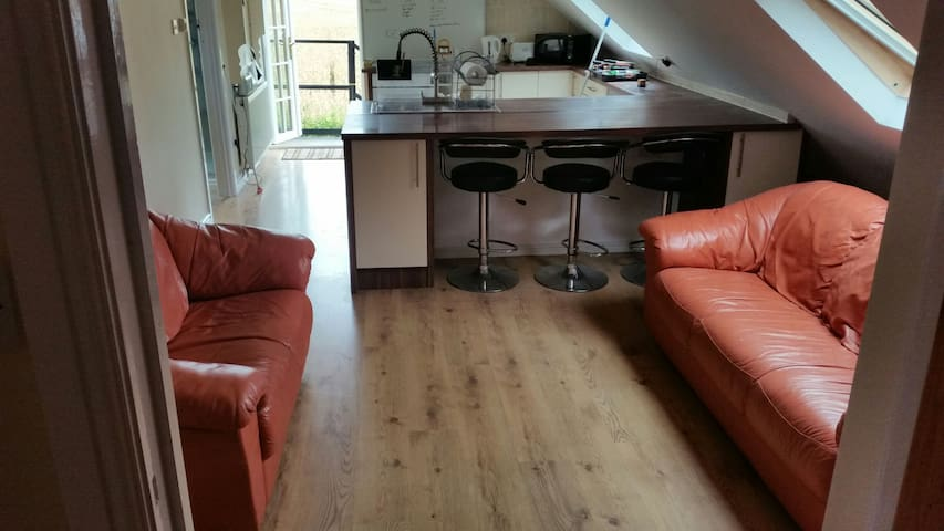 3 Bed Apartment wifi pet friendly short/long stays