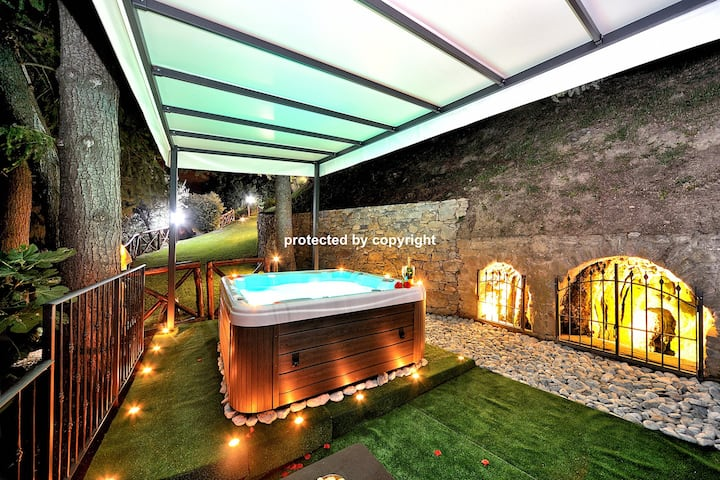 Lux Villa with Jacuzzi Lounge