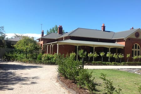 Central Albury Charm.Family and pet friendly. - オルベリー