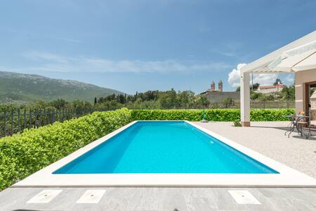 DISCOUNTED !!!  Luxury Villa with private pool