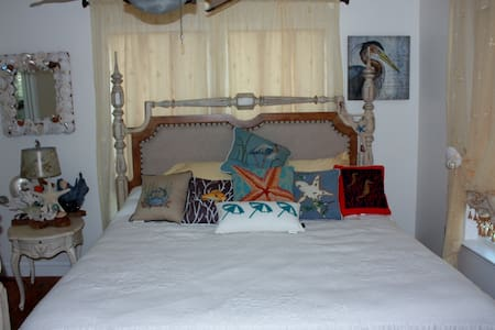 Cove Carriage House Mystical Escape > 0.5m to BMC - Panama City - Guesthouse